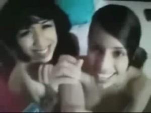 Christina y Pamela 2 Latinas Scorts grabadas chupando