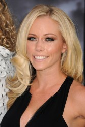 "Kendra Wilkinson @ ""Frankenweenie"" Premiere In LA September 25, 2012 HQ x 13"