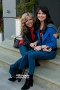 Miranda Cosgrove & Jennette McCurdy - On Set of iShock America (6/10/12)  [Tags]