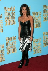Kelly Monaco @ World Music Awards '05 HQ  x 19
