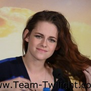 Imagenes/Videos Promocion de Amanecer Part 2 (USA) 16502d218222918