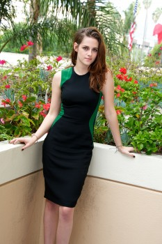 "*Adds* Kristen Stewart - ""Breaking Dawn Part 2"" Press Conference Portraits - 53 x HQ"