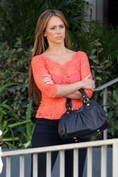"69f522220430753 Jennifer Love Hewitt   in L. A. on ""The Client List"" set   Nov. 11, 2012   22 HQ candids"