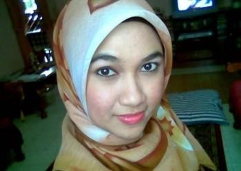 Tante Berjilbab Juga Hot