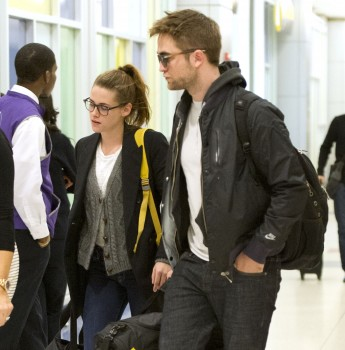 Robsten - Imagenes/Videos de Paparazzi / Estudio/ Eventos etc. - Página 10 E5d92c222001534