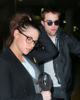 Robsten - Imagenes/Videos de Paparazzi / Estudio/ Eventos etc. - Página 10 24d707222010913