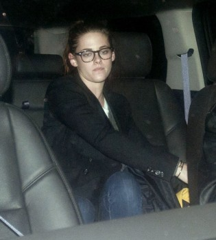 Robsten - Imagenes/Videos de Paparazzi / Estudio/ Eventos etc. - Página 10 Bc55c8222019544