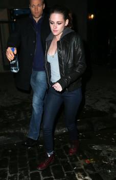 Kristen Stewart - Imagenes/Videos de Paparazzi / Estudio/ Eventos etc. - Página 31 099c75225749601