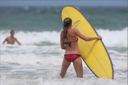321c4a228810226 Daniela Hantuchova ~ Bikini at the beach / Brisbane, Dec 27 '12 candids