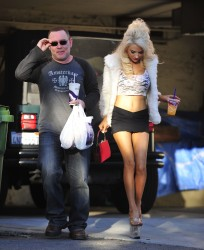 144f0c230122479 Courtney Stodden ~ Outside her home / Hollywood Hills, Jan 2 '13 candids