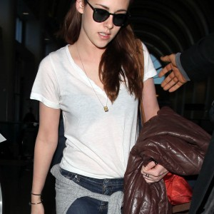 Kristen Stewart - Imagenes/Videos de Paparazzi / Estudio/ Eventos etc. - Página 31 A1ad4b231800585