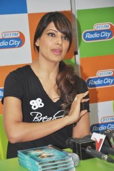 Bipasha Basu's Fitness Clothing Line BBloveyourself ...