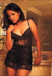 koleksi Foto gambar hot seksi Tia Ivanka di majalah dewasa