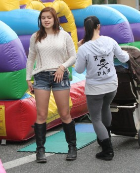 7e610d248933843 Ariel Winter   out and about candids at Farmer's Market in Studio City, April 14, 2013 candids