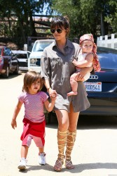 Kourtney Kardashian - Shopping at a farmers market in Calabasas 5/18/13