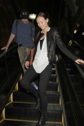 Olivia Wilde arrive back in Los Angeles from a trip to Hawaii May 30, 2013