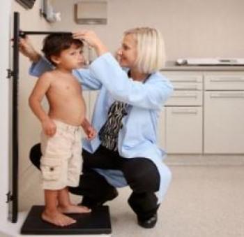 Mengukur tinggi badan anak - Ist