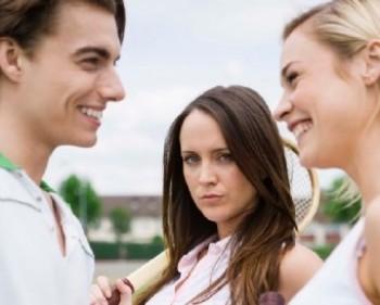Cemburu pada pasangan karena berkenalan dengan wanita lain - Thinkstock