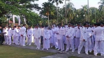Jokowi melantik camat dan lurah Jakarta / Detik