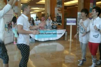 [PICS] 130629 NU'EST entrevista + mini show na Turquia (Turkey) 506dfa263501310