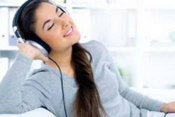 Mendengarkan musik - Ist