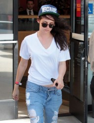 Kristen Stewart - Leaving the bank in LA 8/15/13