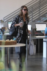 Jessica Alba - at an office building in LA 10/2/13