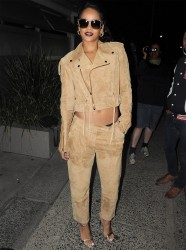 Rihanna - Leaving a restaurant in Sydney, Australia 10/11/13