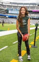 Zendaya Coleman - Steelers vs Jets game in East Rutherford, NJ 10/13/13