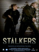 "Mena Suvari - Lesbian kiss in ""Stalkers"""