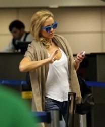 Kate Hudson - at LAX Airport 10/31/13