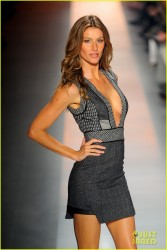 Gisele Bundchen -  Colcci Spring/Summer 2014 Fashion Show in Brazil 10/31/13