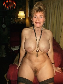 Handjob mom xhamster