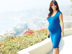 Jennifer Love Hewitt - A Pea in the Pod Photoshoot
