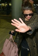 Selena Gomez - Arriving in Chicago 12/10/13