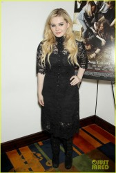 "Abigail Breslin - ""August: Osage County"" Luncheon in NYC 12/11/13"