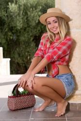 http://thumbnails103.imagebam.com/54946/b8a50d549457689.jpg